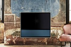 Explore BeoVision 11 with iconic Bang & Olufsen design and sound. Crafted without compromise to create the ultimate home entertainment system. Interior Design Lounge, O Tv, Gadget Review, Bang And Olufsen, Audio Room, Classic Interior, Digital Trends, Smart Tv, Home Entertainment