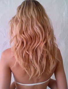 Peach curly hair! Already checked in my hair list. =]