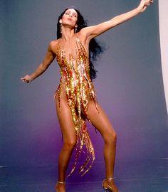 Cher, Tina Turner or Beyoncé: who wore Bob Mackie's flame dress best? Bob Mackie, Style Année 70, Mode Style, Style News, 70s Fashion, Vintage Fashion, Fashion Outfits, Fashion 2014, Studio 54 Fashion