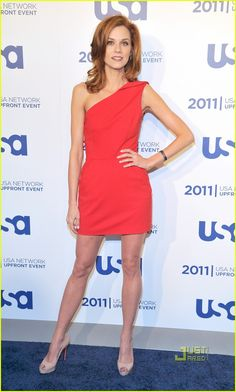Hilarie Burton Photos - Actress Hilarie Burton attends the 2011 USA Upfront at The Tent at Lincoln Center on May 2011 in New York City. Hilarie Burton White Collar, Hillary Burton, Peyton Sawyer, Professional Wear, Beautiful Celebrities, Beautiful Women, Pretty Hairstyles, Red Hair, Fashion Models