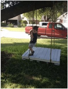 Outdoor Pallet Projects 40 DIY Pallet Swing Ideas - You can hang a pallet porch swing from the ceiling and enjoy a quite morning coffee. Dangle a pallet swing bench from a sturdy tree in the yard so the kids can Backyard Projects, Outdoor Projects, Pallet Projects, Diy Pallet, Pallet Ideas, Pallet Porch, Pallet Swings, Outdoor Pallet, Diy Projects