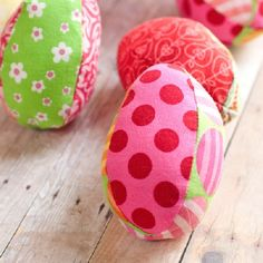 Learn how to sew a fabric egg with this downloadable pattern! This egg is guaranteed not to break - great for egg hunts!