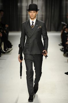 Eighty Ate Loves Dapper Chaps! Dapper look from Alexander McQueen Fashion Moda, Look Fashion, Mens Fashion, Fashion Styles, Girl Fashion, Sharp Dressed Man, Well Dressed, Looks Style, Style Me