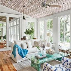 Coastal living decorated with electic style