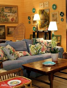 More denim sofa deco ideas. Sala Tropical, Tropical Decor, Tropical Interior, Tropical Furniture, Tropical Style, Cottage Living Rooms, My Living Room, Cozy Living, Hawaiian Decor