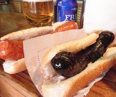 Find out more about the first frankfurt bars in Barcelona: Frankfurt's Pedralbes. Frankfurt, Paella, Hot Dog Buns, Hot Dogs, Cheesesteak, Tasty Dishes, Places To Eat, Catalan Food, Tapas