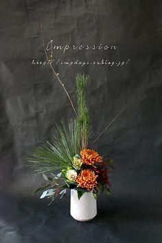 Flowers– among life's little satisfactions – Ideas For Great Gardens Winter Floral Arrangements, Creative Flower Arrangements, Christmas Flower Arrangements, Ikebana Flower Arrangement, Beautiful Flower Arrangements, Flower Centerpieces, Flower Vases, Flower Art, Oriental Flowers