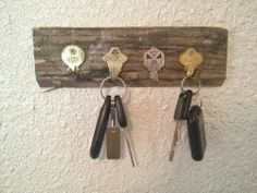 Love the rustic look for this key holder. With recycle keys! Perfect!
