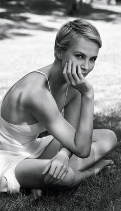 Утонченная натура: Шарлиз Терон в минималистичных нарядах для Wall Street Journal - журнал о моде Hello style