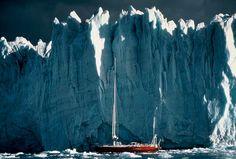Chama atenção para o consumo consciente da água a partir de imagens tiradas nas viagens do velejador Amyr Klink.