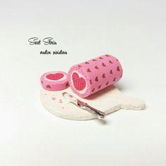 Valentine dollhouse miniature swiss roll cake - 1:12 Scale Dollhouse Miniature Realistic Food - Dollhouse pink heart roll cake one inch
