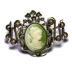 Steampunk Green Cameo Bracelet by TheWizardsVault on DeviantArt Steampunk Armor, Steampunk Cosplay, Steampunk Fashion, Victorian Jewelry, Antique Jewelry, Vintage Jewelry, Cameo Jewelry, Jewellery, Steampunk Wedding