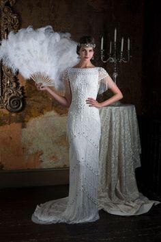 Découvrez la robe de mariée Eliza Jane Howell Violet disponible chez Plume Paris, boutique de robes de mariée à Paris