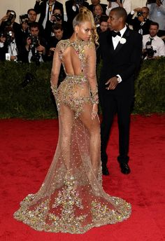 There was HIGH costume drama at the Met Gala last night Sexy Wedding Dresses, Sexy Dresses, Met Gala Outfits, Vintage Black Glamour, Cute Celebrities, Celebs, Beautiful Black Girl, Most Beautiful Dresses, Quirky Fashion