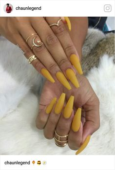 Looking for easy nail art ideas for short nails? Look no further here are are quick and easy nail art ideas for short nails. Cute Acrylic Nails, Matte Nails, Acrylic Nails Yellow, Nail Lacquer, Nail Polish, Nail Nail, Gorgeous Nails, Pretty Nails, Hair And Nails