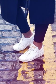 CASUAL LOOK IN LONDON - justlikesushi.com - stan smith, london streets, shoreditch, casual look, streetstyle, monochrome, tomboy