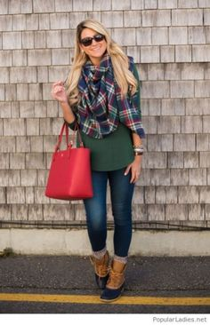 ☞❤ Top sperry duck boots outfit fall jeans - Any astute woman will be extremely cognizant about her look, really. Indeed, with regards to winter footwear decision, fastidious decision is extremely vital. Bean Boots Outfit, Bootfahren Outfit, Winter Boots Outfits, Casual Winter Outfits, Holiday Outfits, Outfit Winter, Outfit Jeans, Outfit Work, Sperrys Outfit