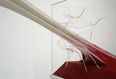 """""""… al interior de ese espacio se preocupa especialmente de la dimensión de los sólidos"""" –Schlemmer  Una de las tareas del escultor es unir en """"un bello conjunto"""" cualidades como: la forma, espacio, línea, material, textura y, en algunos casos, movimiento para que la experiencia fisiológica del arte de la escultura sea dirigida a …"""