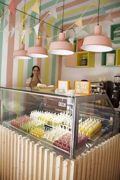 Work in ice cream shop Cafe Interior Design, Cafe Design, Interior Shop, Bakery Design, Cafe Restaurant, Restaurant Design, Foodtrucks Ideas, Ice Cream Business, Bakery Decor