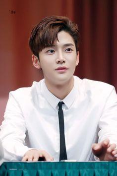 Neoz School, Joon Hyuk, Chani Sf9, Sf 9, Fnc Entertainment, Kpop Guys, Pop Bands, Pop Group, Korean Actors