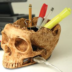 15 Coolest Skull Themed Gadgets | Walyou - USB hub and pencil holder, I love this d'autres gadgets ici : http://amzn.to/2kWxdPn