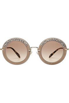 """Runde Gläser mit Retro-Charme und Applikationen aus Veloursleder und Glitzersteinen machen die """"Noir"""" Sonnenbrillle von Miu Miu zu einem extravaganten Accessoire #Stylebop"""
