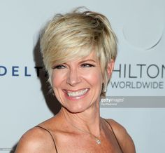 debbie boone hairstyles debby boone short straight casual hairstyle blonde hair