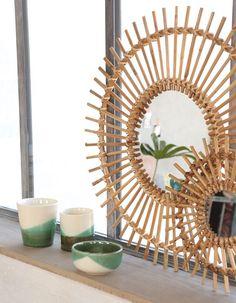 [#DIY] : Le miroir soleil est l'objet déco à avoir absolument dans son intérieur ☀️😍 Pour en fabriquer un vous-même, rien de plus simple ! Venez découvrir notre tuto directement sur notre blog Deco Boheme, Decoration, Rattan, Homemade, Groups, Mirror, List, Furniture, Facebook