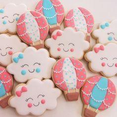 """371 Likes, 18 Comments - Vanilla Art Cookies (@vanilla_art_cookies) on Instagram: """"Para o chá da Cecília! ☁️ #biscoitosdecorados #biscoitosartesanais #biscoitospersonalizados…"""""""