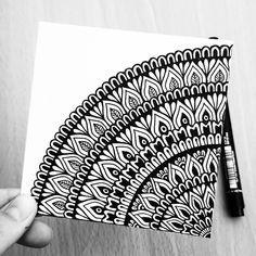 tattoo - mandala - art - design - line - henna - hand - back - sketch - doodle - girl - tat - tats - ink - inked - buddha - spirit - rose - symetric - etnic - inspired - design - sketch Mandala Doodle, Easy Mandala Drawing, Simple Mandala, Mandala Art Lesson, Doodle Art Drawing, Mandalas Drawing, Zen Doodle, Mandala Book, Doodle Girl