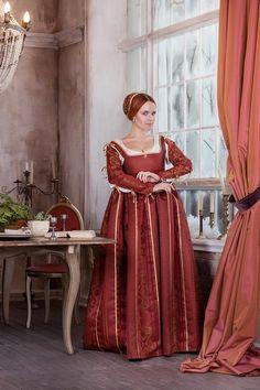 acbbe99465 Renaissance red woman dress Italian fashion 15th beginning 16th century