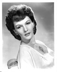 Mary Martin sitting and Leaning Portrait High Quality Photo – Movie Star News Pictures Of Mary, Mary Martin, Classic Movies, Movie Stars, Actresses, Black And White, Female, Portrait, Lady