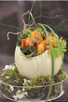 Easter floral arrangement - osterich egg - Gardening Worlds Easter Flower Arrangements, Easter Flowers, Spring Flowers, Floral Arrangements, Ikebana, Deco Floral, Arte Floral, Easter Table, Easter Eggs