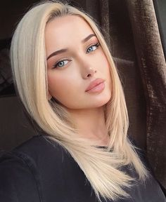 Pictures of attractive girls taking selfies Beauté Blonde, Blonde Beauty, Hair Beauty, Most Beautiful Faces, Beautiful Girl Image, Beautiful Beach, Cute Beauty, Beauty Full Girl, Girls Taking Selfies