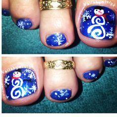 CHRYSIE - Look how cute these snowmen are!! Shellac nail art. Snowman nail art. Winter nail design