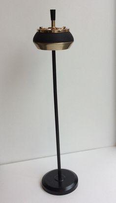 jalallinen tuhkakuppi 60 luvulta . korkeus 65cm . @kooPernu