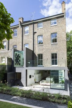 A modern extension on an old property at Alwyne Place (Lipton Plant Architects). Image via Dezeen.