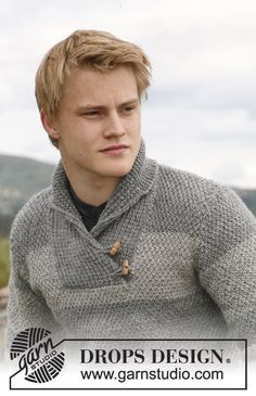 "Limestone - Knitted DROPS jumper for men with shawl collar in ""Karisma""or ""Merino Extra Fine"". - Free pattern by DROPS Design Mens Knit Sweater, Cable Knit Sweaters, Knitting Patterns Free, Free Pattern, Magazine Drops, Drops Design, Boys Sweaters, Clothing Patterns, Jumper"