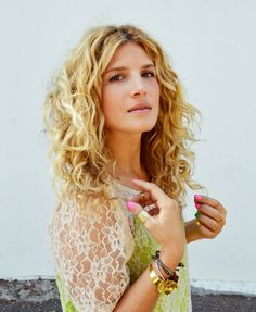 how to style naturally curly hair (surprise the secret is a curling iron- sigh...)
