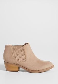 Jane faux suede ankle bootie in natural