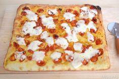 Dopo tanto sentir parlare della Pizza Bonci, ovvero la pizza in teglia preparata secondo la ricetta del pizzaiolo romano Gabriele Bonci, ho deciso di prepararla anch'io e