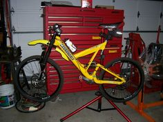 Photo of Cannondale Super V Freeride in Bay Area, California, United States. V8 disc front and rear, Fox custom works Big Hit valve VanRC shock, 9mm Thru axle front, 10mm Thru axle rear