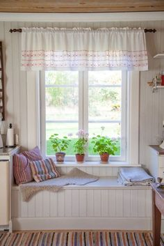 23 Cottage Interiors Everyone Should Try This Year - Interior Design Fans - 23 Cottage Interiors Everyone Should Try This Year interiors homedecor interiordesign homedecortips - Cottage Shabby Chic, Interior Design Boards, European Home Decor, Cottage Interiors, Eclectic Decor, Home Decor Trends, Contemporary Interior, House Design, Cottage Design