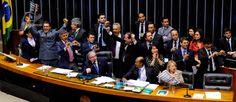 Deputados comemoram aprovação da PEC em 2º turno. Texto seguirá para o Senado - Luis Macedo