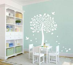 stickers arbre à feuilles coeurs et oiseaux dans la chambre enfant