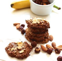 SO simple. And quick. And healthy. A Food, Good Food, Food And Drink, Healthy Oat Cookies, Crispy Cookies, Yummy Snacks, Healthy Snacks, Healthy Recepies, Vegan Desserts