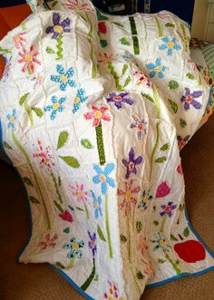 Happy Flower appliqued rag quilt by Snipitup on Etsy. Make it in one day!