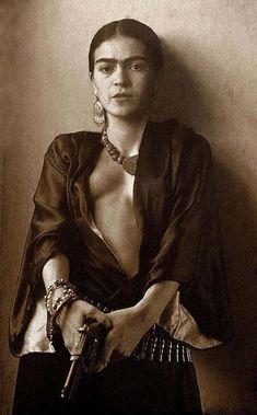 ❣Julianne McPeters❣You can find Frida kahlo and more on our website. Frida Kahlo Artwork, Frida Kahlo Portraits, Kahlo Paintings, Frida Art, Diego Rivera, Vintage Photographs, Vintage Photos, Frida And Diego, Jolie Photo