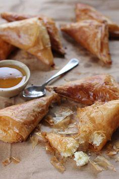 Honey Ricotta Filo Turnovers - Ang Sarap  Erste Version wegen fehlender Zutaten verändert: statt Ricotta -> Saure Sahne und Hüttenkäse statt Honig -> Agavendicksaft zusätzlich ca. 1/3 cup Walnüsse