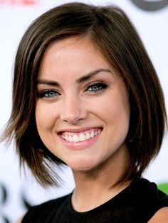 Jessica Stroup has a heart-shaped face which is quite symmetrical and features. This short bob hairstyle looks fantastic on her. Short bob hairstyles are the best short haircuts for heart-shaped faces. Your features will stand out when you go with short hairstyles according to the face shape.